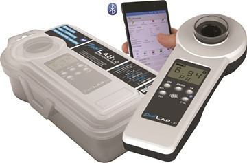 Pool Lab digital pool tester